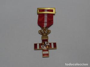 * Preciosa medalla en oro de merito militar rojo pensionada,