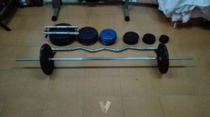 Set de pesas y barras para musculación