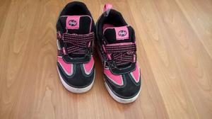 Zapatillas con ruedas semi nuevas