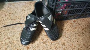 botas de futbol adidas: modelo Puntero. de Zidane