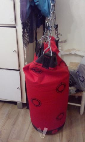 saco de boxeo y soporte