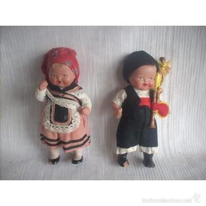 Pareja de muñecos gallegos, de terracota