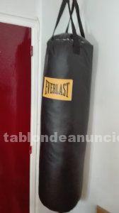 Saco y guantes de boxeo