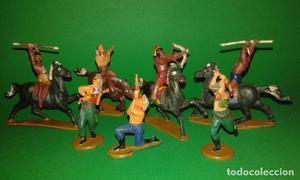 Varias figuras indios y vaqueros de GAMA, años 50, en goma.