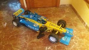 Dos coches rc Fernando Alonso bateria