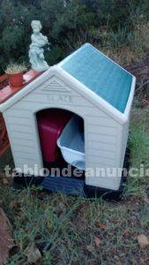 Vendo casa para perros con accesorios usada