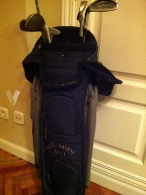 equipo de golf y su funda