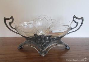 Antigua jardinera, centro para flores en metal y cristal
