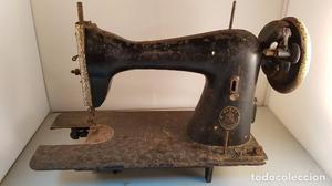 Antigua máquina de coser Alfa. Deteriorada, ver fotos.