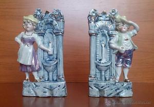 Antigua pareja de violeteros en porcelana biscuit alemana,