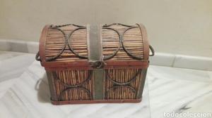 Antiguo baul,contiene coleccion moderna juego de te