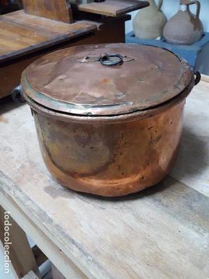 Antiguo caldero de cobre.