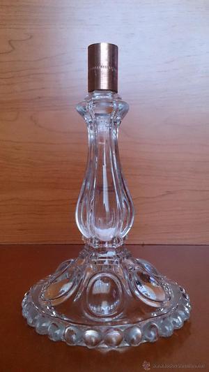 Antiguo candelabro en cristal prensado con broque de cobre.