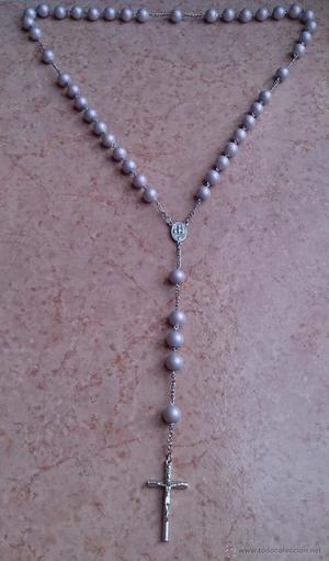 Antiguo rosario en metal plateado y perlas en malva