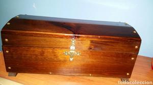 Baúl de madera maciza
