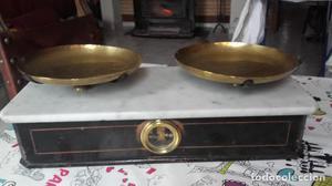 Balanza del siglo XIX, madera, mármol y latón