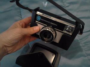 Cámara Polaroid y compactas antiguas.