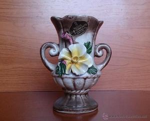 Jarrón antiguo en cerámica Italiana CAPODIMONTE, con