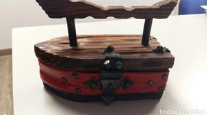 Joyero antiguo en forma de plancha antigua