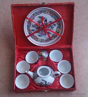 Juego antiguo de té Chino en porcelana fina con motivos