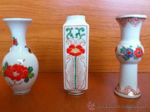 Juego de tres jarroncitos antiguos en porcelana fina china,