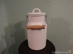 Lechera esmaltada con asa de madera 2 litros