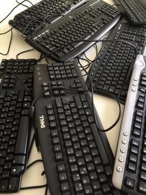 Teclados para ordenador de mesa.