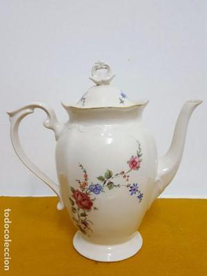 Tetera antigua de porcelana.