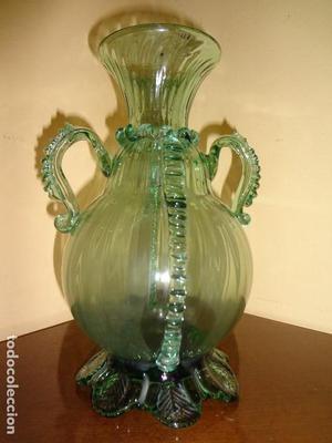 antiguo florero en cristal soplado verde catalán