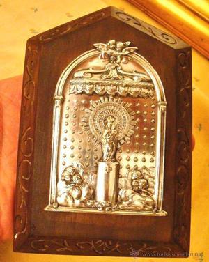 placa devocional Virgen del Pilar plata, madera tallada,