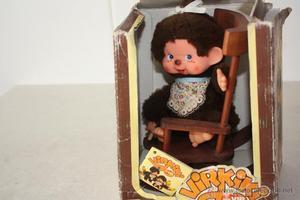 Antigua caja con muñeco Virkiki.
