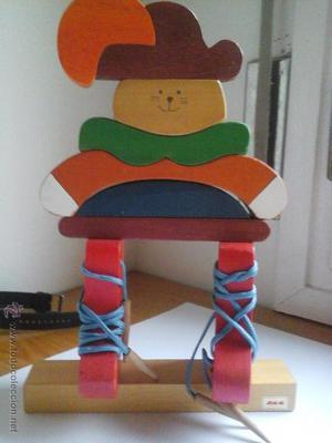 Gato de madera especial para aprender atar cordones