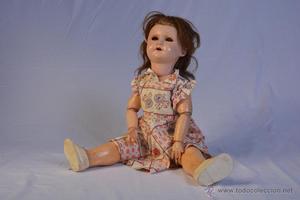 Gran muñeca articulada de celuloide y madera. París 301.