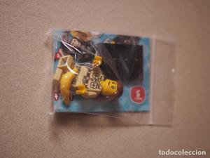 Se vende minifigure de naturalista con mono de la serie 5 de