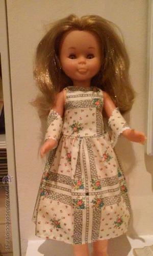 Vestido tipo réplica de Flores con tela de los setenta para