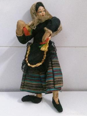 muñeca de trapo y alambre