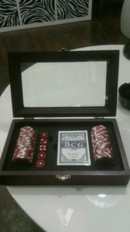 Maletín de poker y dados