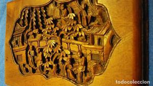 Antigua talla de madera bajo relieve Asiática.
