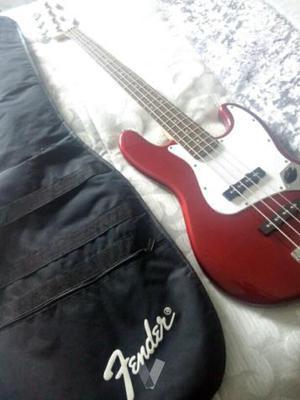 Bajo Fender Squier+Amplificador