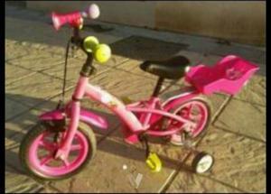 Bicicleta de niña con casco de regalo