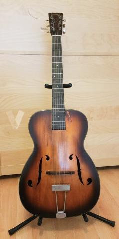 Guitarra archtop Martin R-