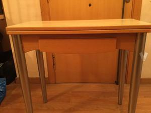Mesa de cocina plegable en buen estado