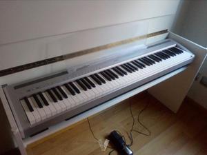 Piano Yamaha P95, soporte, banqueta y pedal