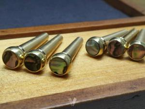 Pins guitarra acústica en cobre y abalone