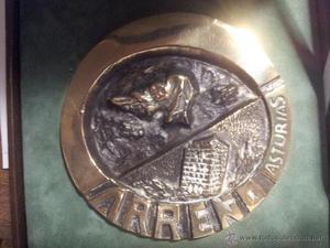 Relieve en bronce firmado por Cecilo Testón