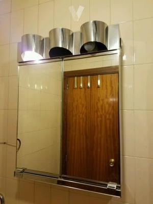Mueble con puertas y espejo romi con focos posot class for Muebles de bano con espejo y luz