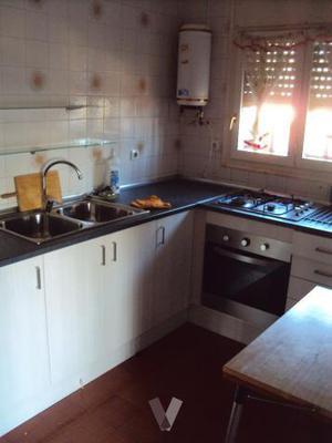 muebles de cocina con encimera y pila
