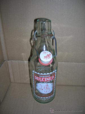 Botella de gaseosa Dulcinea (Valdepeñas), de medio litro.
