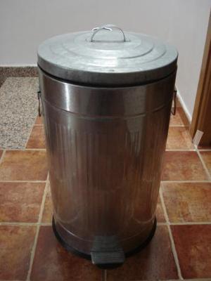 Cubo de basura para jardin