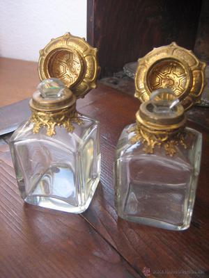 Pareja de botellas de perfume. Pair of perfume bottles.